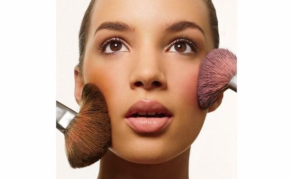 mua những gì cho những người mới tập make up