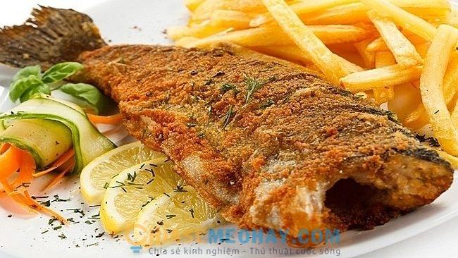 Mẹo rán cá vàng giòn, ngon hơn nhà hàng mà không bị sát chảo