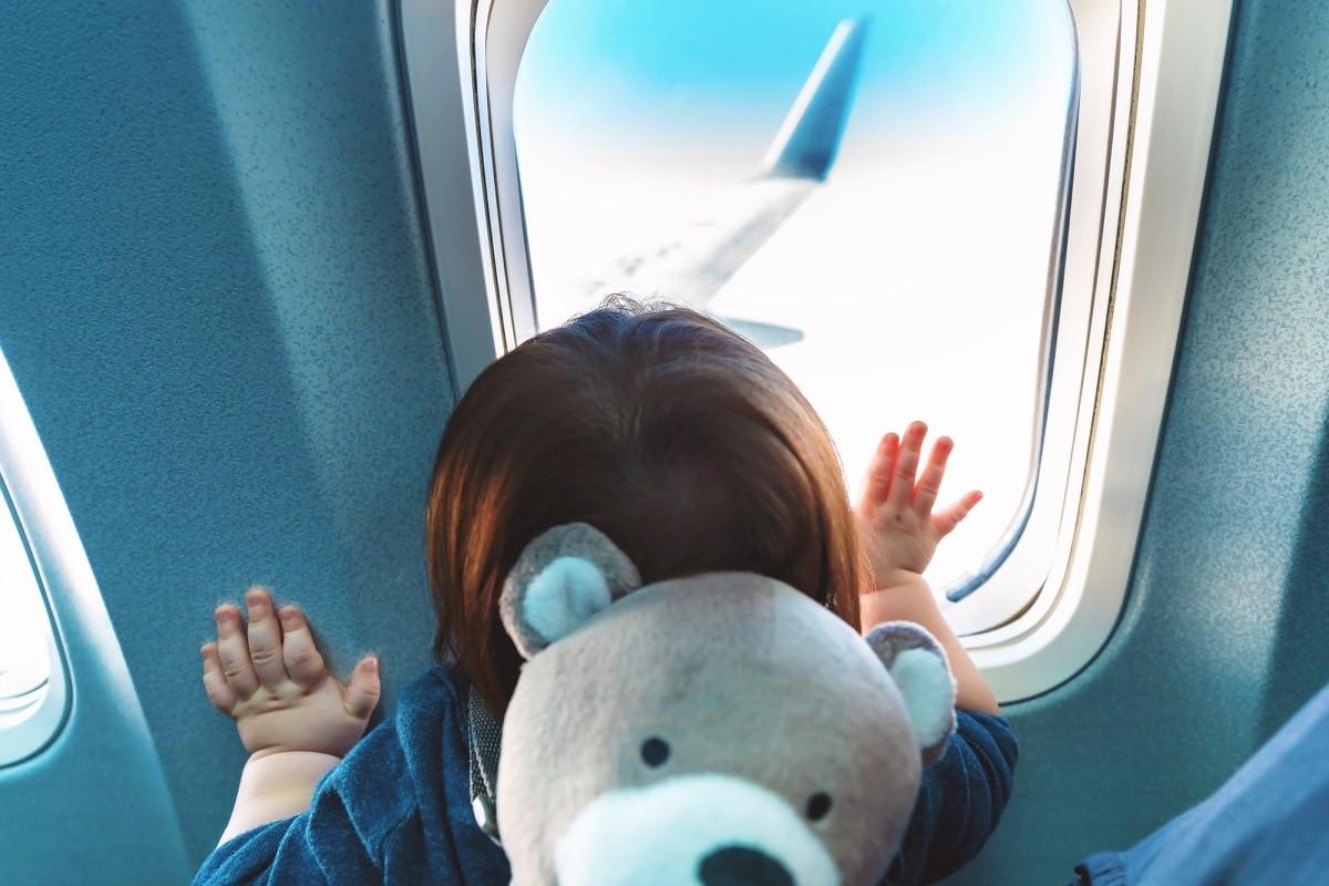 Image result for trẻ sơ sinh đi máy bay
