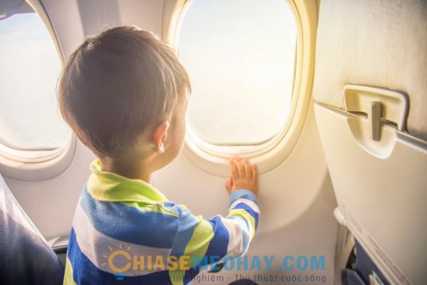 Đi du lịch cùng trẻ bằng máy bay