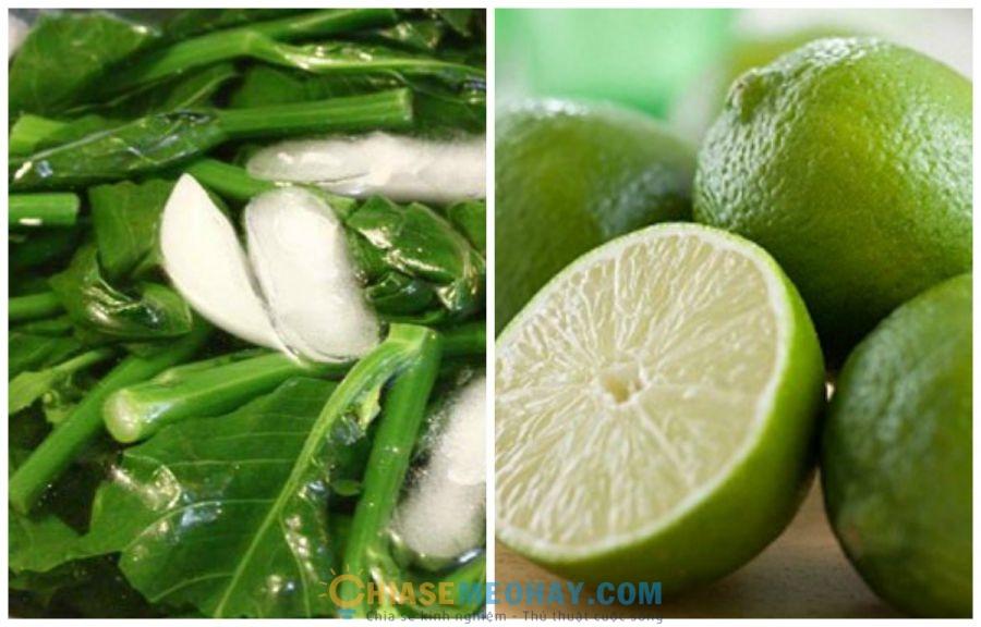 Cho giấm hoặc chanh vào nước luộc rau để rau tươi xanh