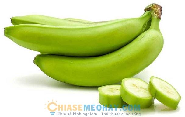 Dùng chuối tiêu xanh để chữa đau dạ dày