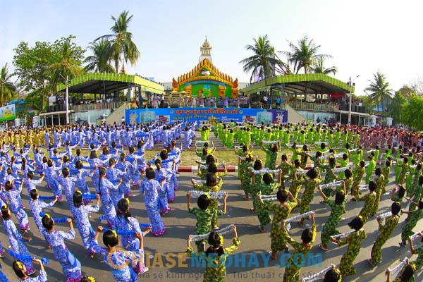 Diễu hành tại lễ hội Thingyan