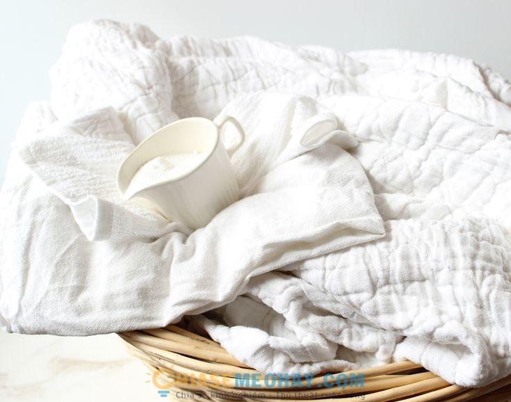 Cách xử lý vết bẩn trên quần áo trắng