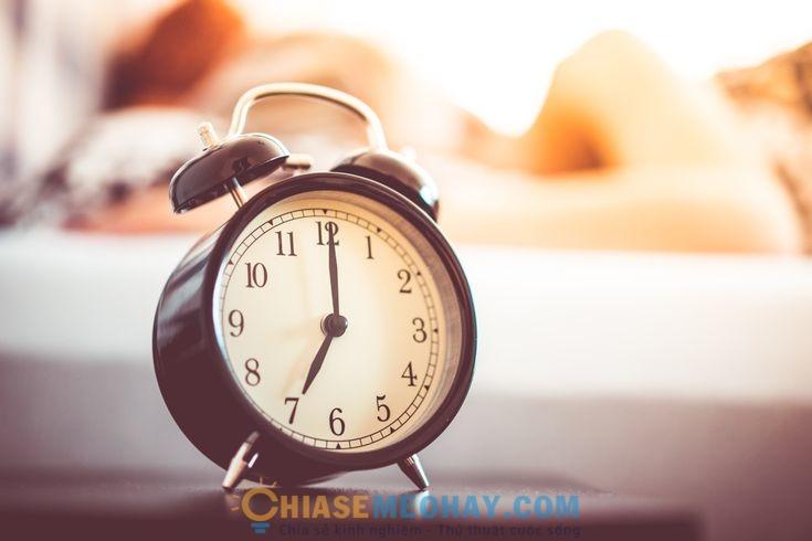 Đặt đồng hồ báo thức