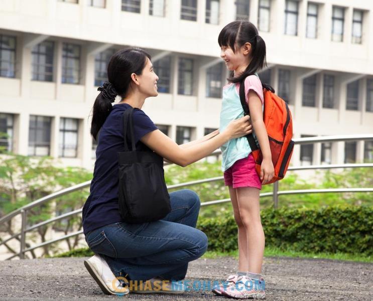 Bố mẹ hãy lưu ý truyền tải những nội dung phù hợp với lứa tuổi của con