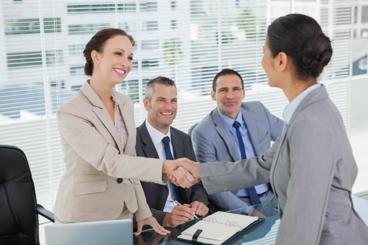 Bạn hãy luôn thể hiện mình là một ứng viên cởi mở, thân thiện trong buổi phỏng vấn