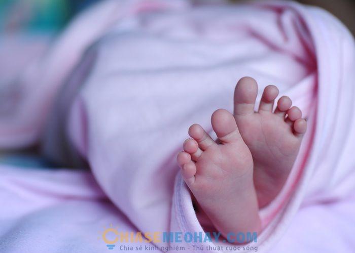 Tránh tiếp khách khi vừa sinh em bé không?